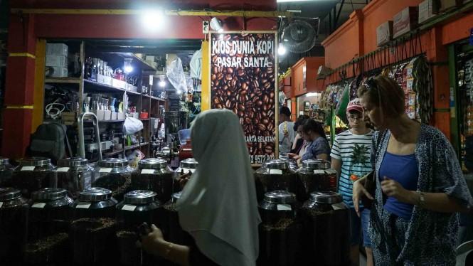 Jakarta yang menjadi ibukota Indonesia. Menjadi salah satu kota tersibuk di Indonesia, yang menjadi pusat industri dan perekonomian negara, serta menjadi tempat pusat kantor pemerintahan Indonesia. Wajar Jakarta menjadi destinasi banyak orang